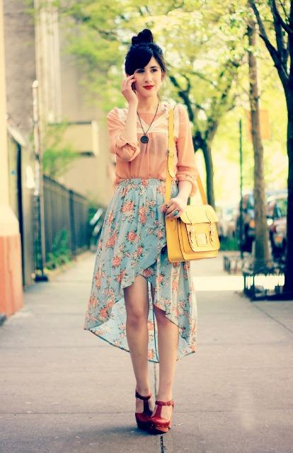 Verano mira con florales alta falda baja y blusa aireado