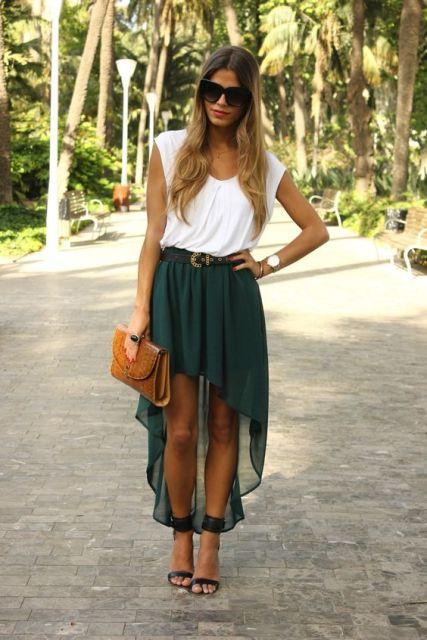 verde alta falda baja y camisa blanca