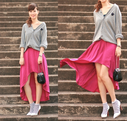 alta falda baja rosada con camisa gris