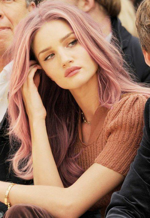 tinte para el cabello, usado por estrellas, cabello rubio-rosa, moderno