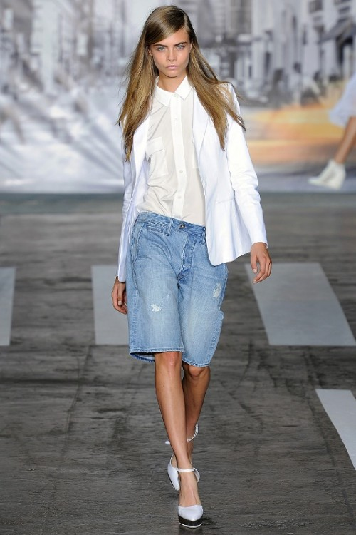 Denim-Bermuda-Shorts-Outfits-For-Summer