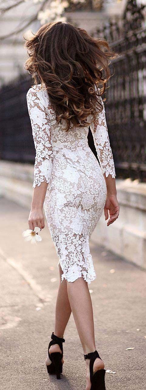 vestido hasta la rodilla de encaje blanco