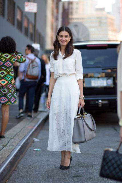 Summer look con falda blanca plisada