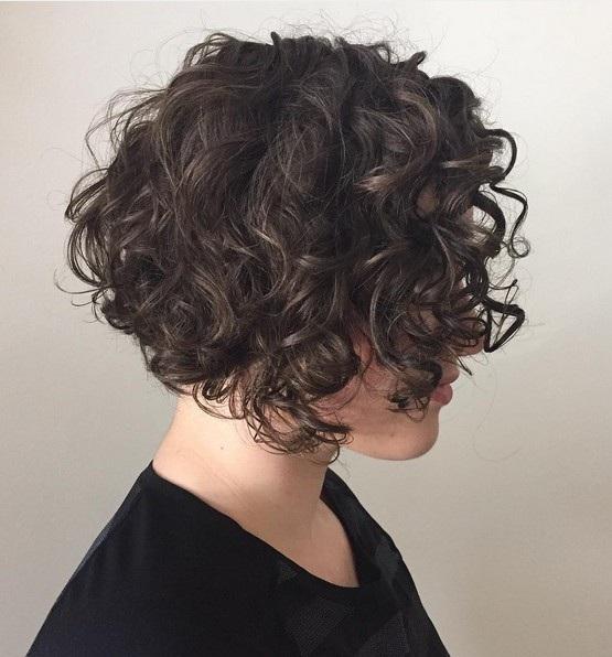 el cabello-mediados de longitud-ondules-6