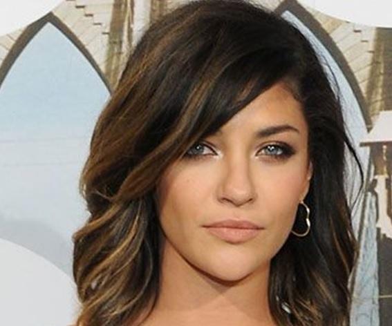 beautiful-models-of-hair-mid-length-29