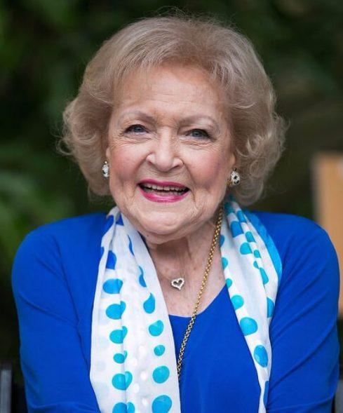 betty white peinados para mujeres mayores de 60 años