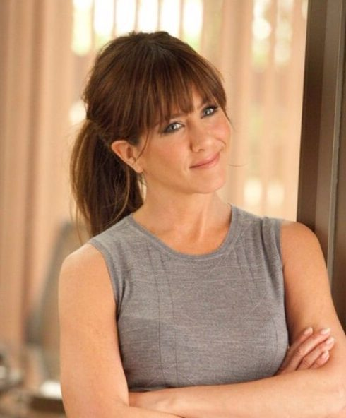 jennifer aniston, de pelo largo con flequillo
