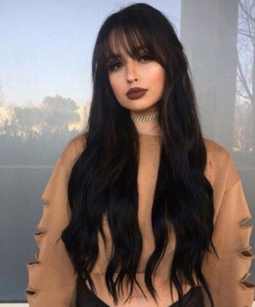 el pelo negro azabache cabello largo con flequillo