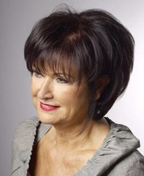 long bob con flequillo peinados para mujeres mayores de 60 años