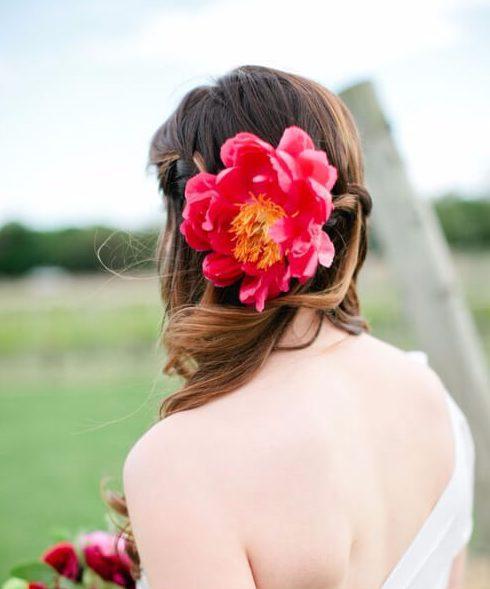 mínima de peonía peinados de boda para el pelo largo