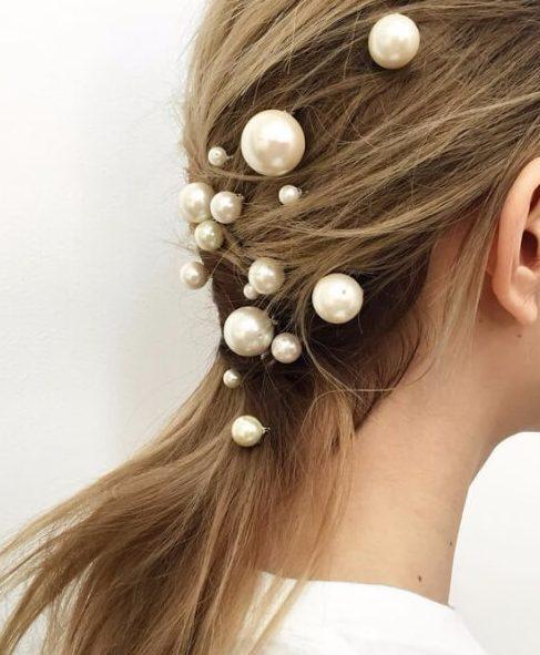 moderno perlas peinados de boda para el pelo largo