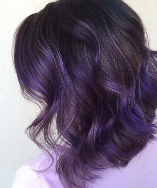 morena púrpura balayage el pelo corto