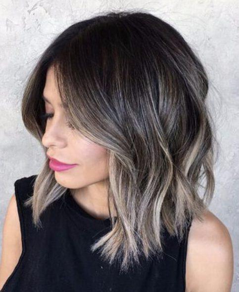 hongo gris morena balayage el pelo corto