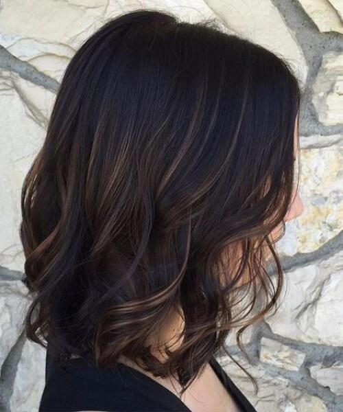 sutil balayage con chocolate oscuro de la base de balayage el pelo corto