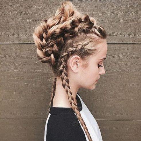 el pelo largo trenzado mohawk