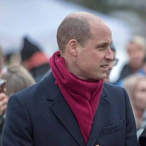 El príncipe Guillermo Cortes de pelo para Calva en la Corona
