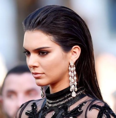 kendall-jenner-wet-slicked-back-hair-look-hairstyles-for-straight-hair-e1519690081223