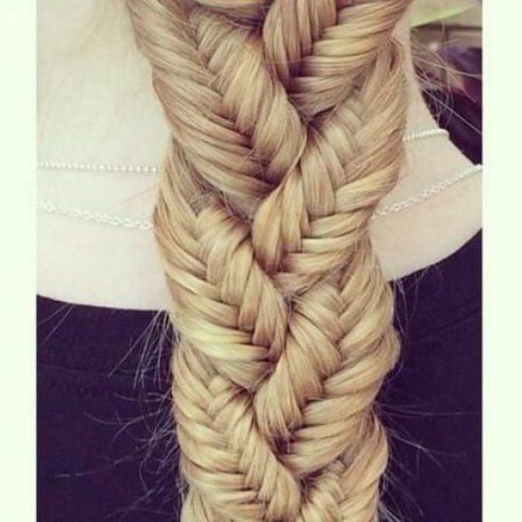 Theee trenzas francesas trenzado de la trenza peinados para el pelo largo