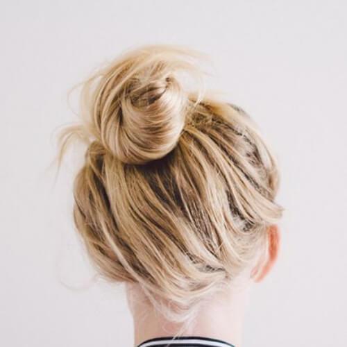 desordenado nudo superior fresco peinados para niñas