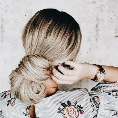 jumbo-low-chignon-blonde-hairstyles