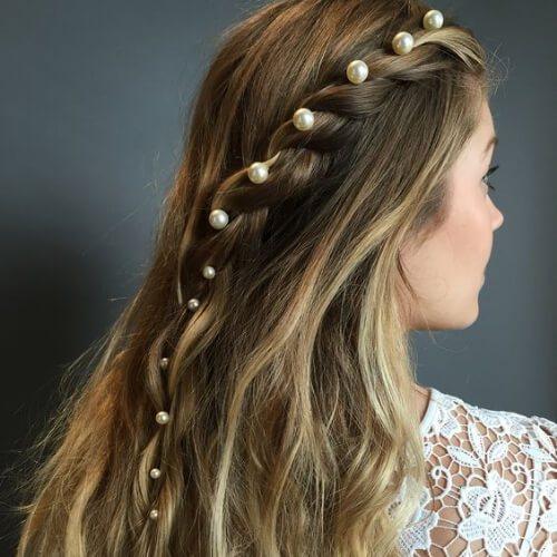 alfileres de perlas cortes de pelo rubio
