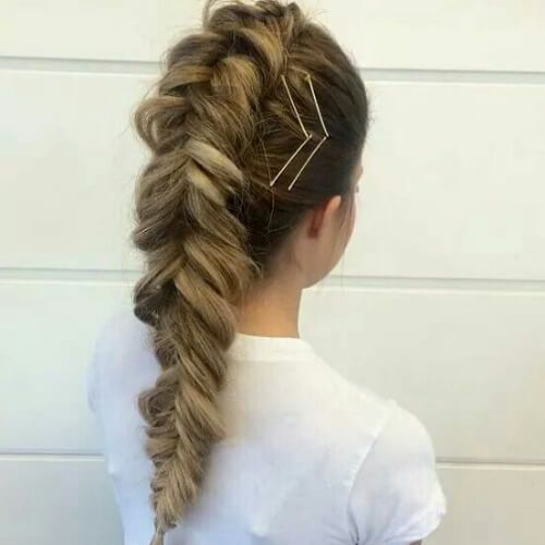 los pines de la trenza peinados para el pelo largo