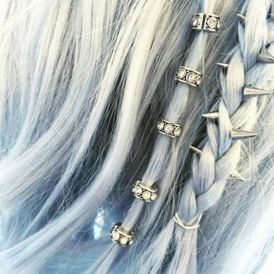 espigas de accesorios de metal de pelo gris