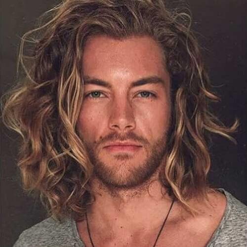 Longitud de hombros para hombre peinados para cabello ondulado grueso