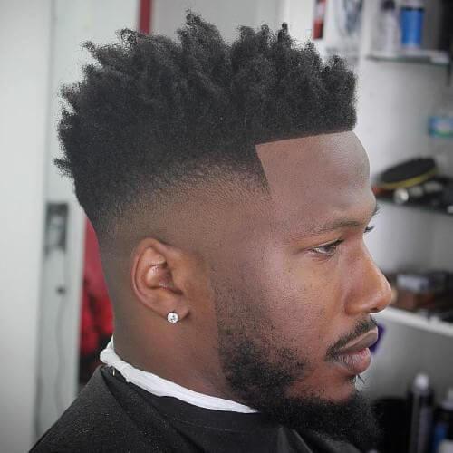 Afro con cortes cortos de pelo