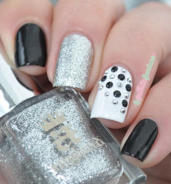 Blanco y negro con clavos de plata Accent Nail Art.