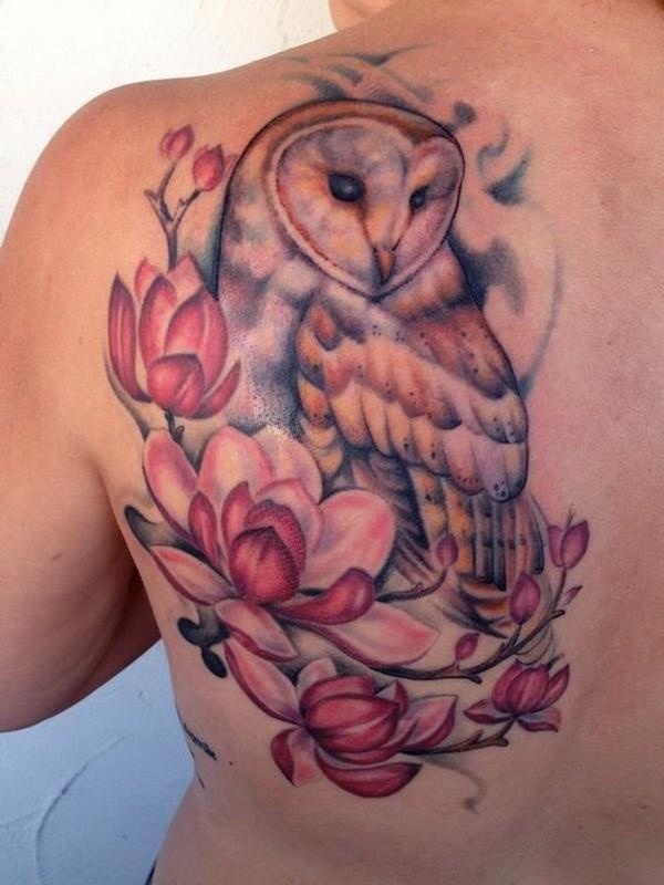 Lechuza y Magnolias.  Más a través de https://forcreativejuice.com/attractive-owl-tattoo-ideas/