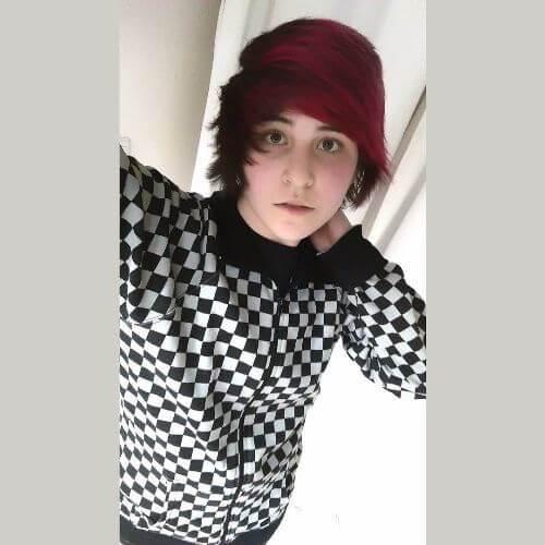 cabello negro y rojo