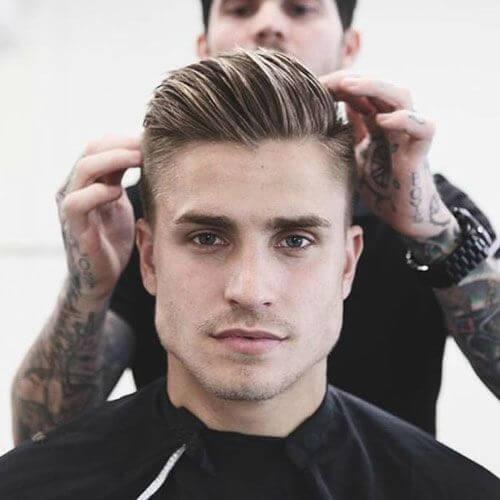 Cepillar los peinados modernos para hombres