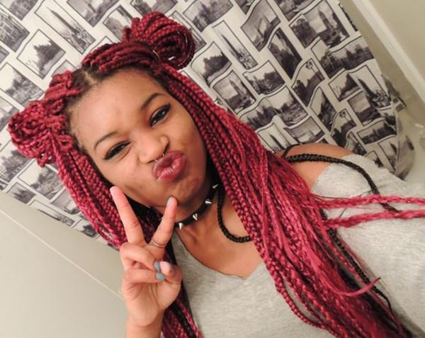 48110216-red-box-trenzas