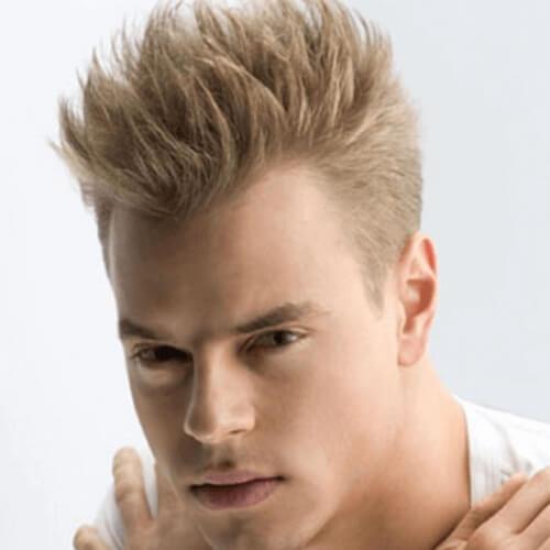 Peinados rubios de punta para hombres