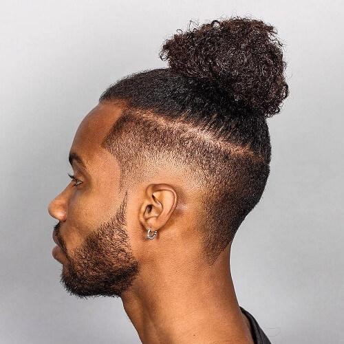Bollo Afro-textured del hombre