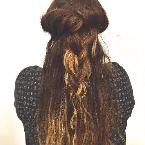 peinado trenzado para cabello largo con reflejos caramelo