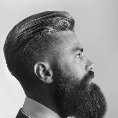 Peine sobre peinados para hombres