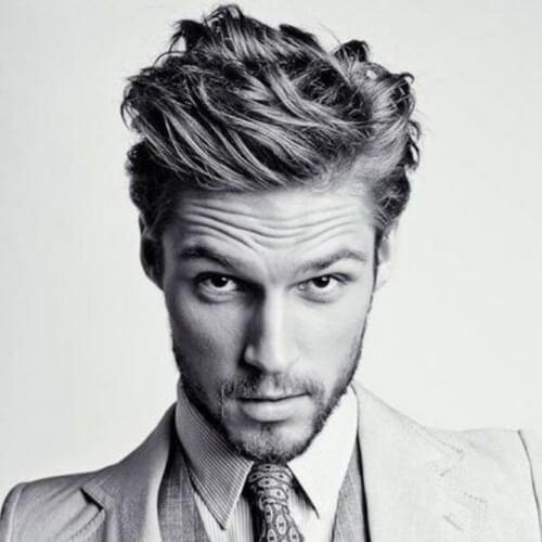 Peinado amigable para la oficina para hombres con cabello ondulado