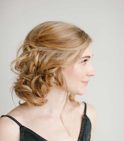Peinado rizado corto para las mujeres