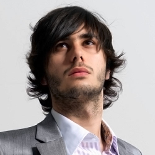 capas rizadas peinados de longitud media para hombres