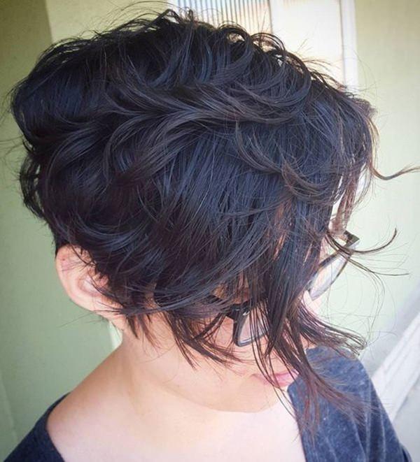 26280816-short-rizado-hairstylesshortasymmetricalhaircutforwavyhair