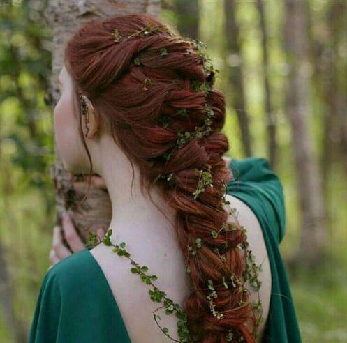 peinados de hadas de trenzas de madera para el cabello largo