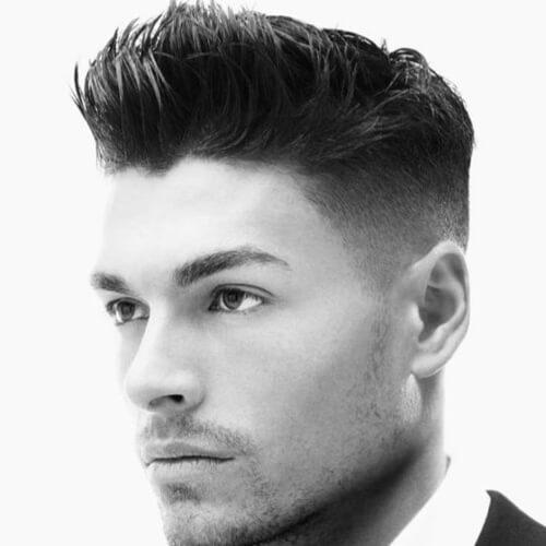 Cortes de pelo cortos para hombres con los lados afeitados