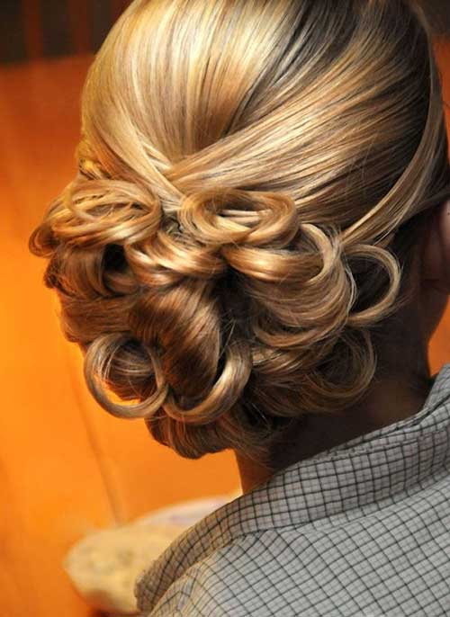 Mejor pelo corto de la boda del bollo con rizos