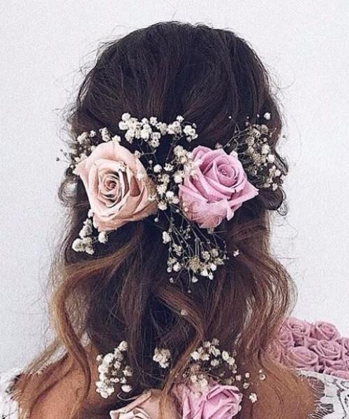 rosas en trenzas peinados de boda para cabello largo