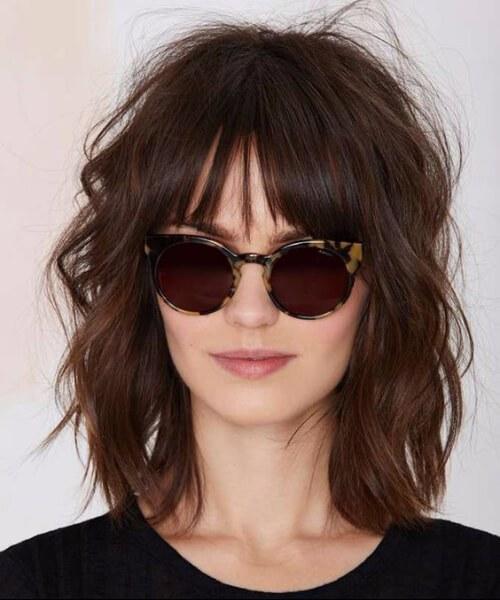 corte de pelo de pelusa ondulado