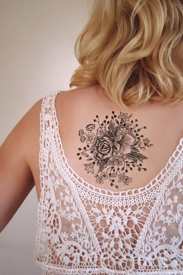 Gran tatuaje temporal floral de la vendimia.