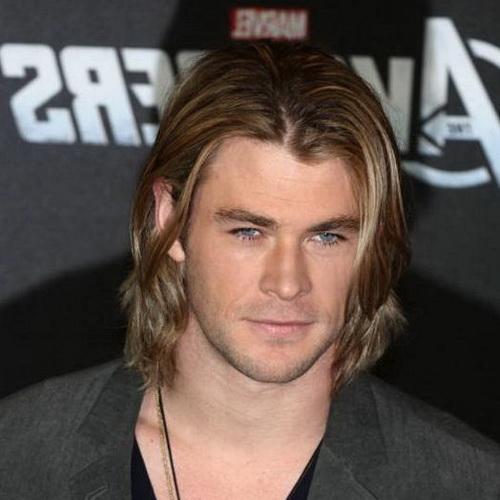 ondas rubias en peinados largos para hombres