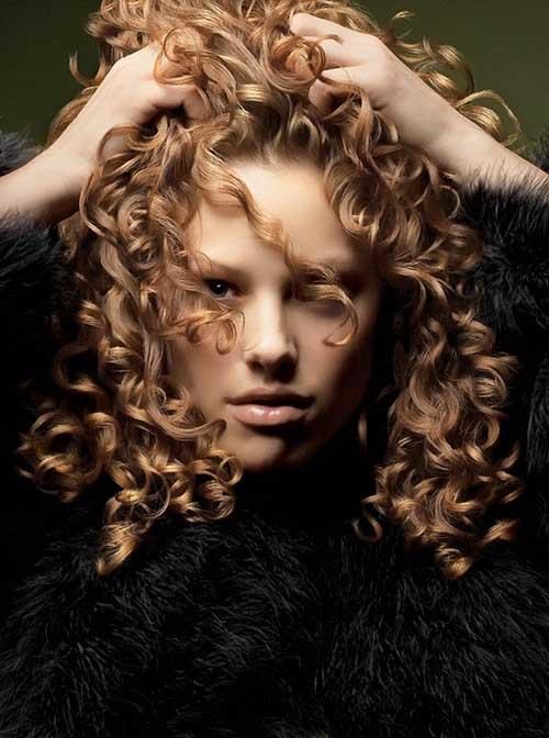 Peinados rizados desordenados